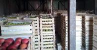 Продукты в складе хранения в новом логистическом центре в Джалал-Абаде