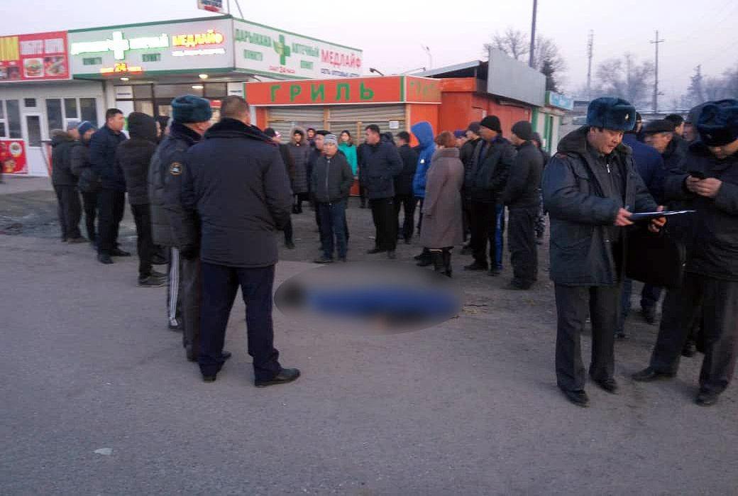 В Сокулукском районе на трассе Бишкек — Ош водитель автомашины марки Audi A6 сбил 11-летнего ребенка. Мальчик от травм скончался на месте.