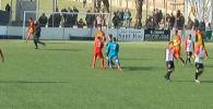 Матч четвертого дивизиона чемпионата Испании Сант Кугата против Манллея завершился неприятным инцидентом — вратарь последнего Иван Гонсалес напал на судью после того, как его гол отменили.