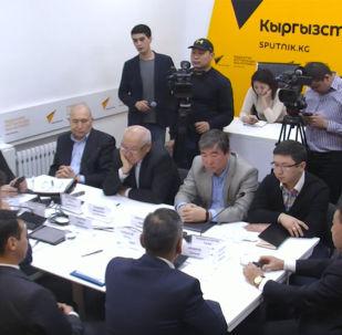 Представитель авиакомпании Эйр Манас Данияр Арынов рассказал, что условия, созданные местным авиакомпаниям, могут привести к краху отечественного авиабизнеса.