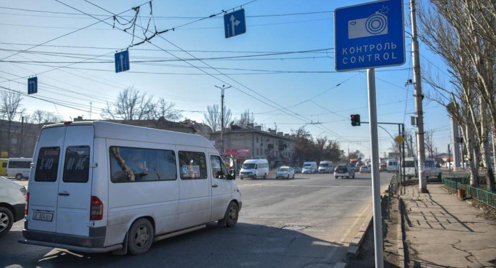 Знак фото-видео контроль на одном из дорог Бишкека