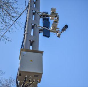 Камера видеофиксаций нарушений ПДД на одной из улиц Бишкека. Архивное фото