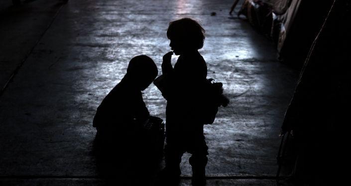 Силуэты детей. Архивное фото