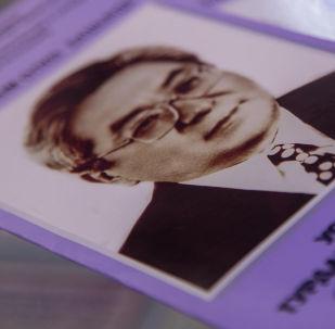 Буклет на выставке посвященная Турдакуну Усубалиеву. Архивное фото