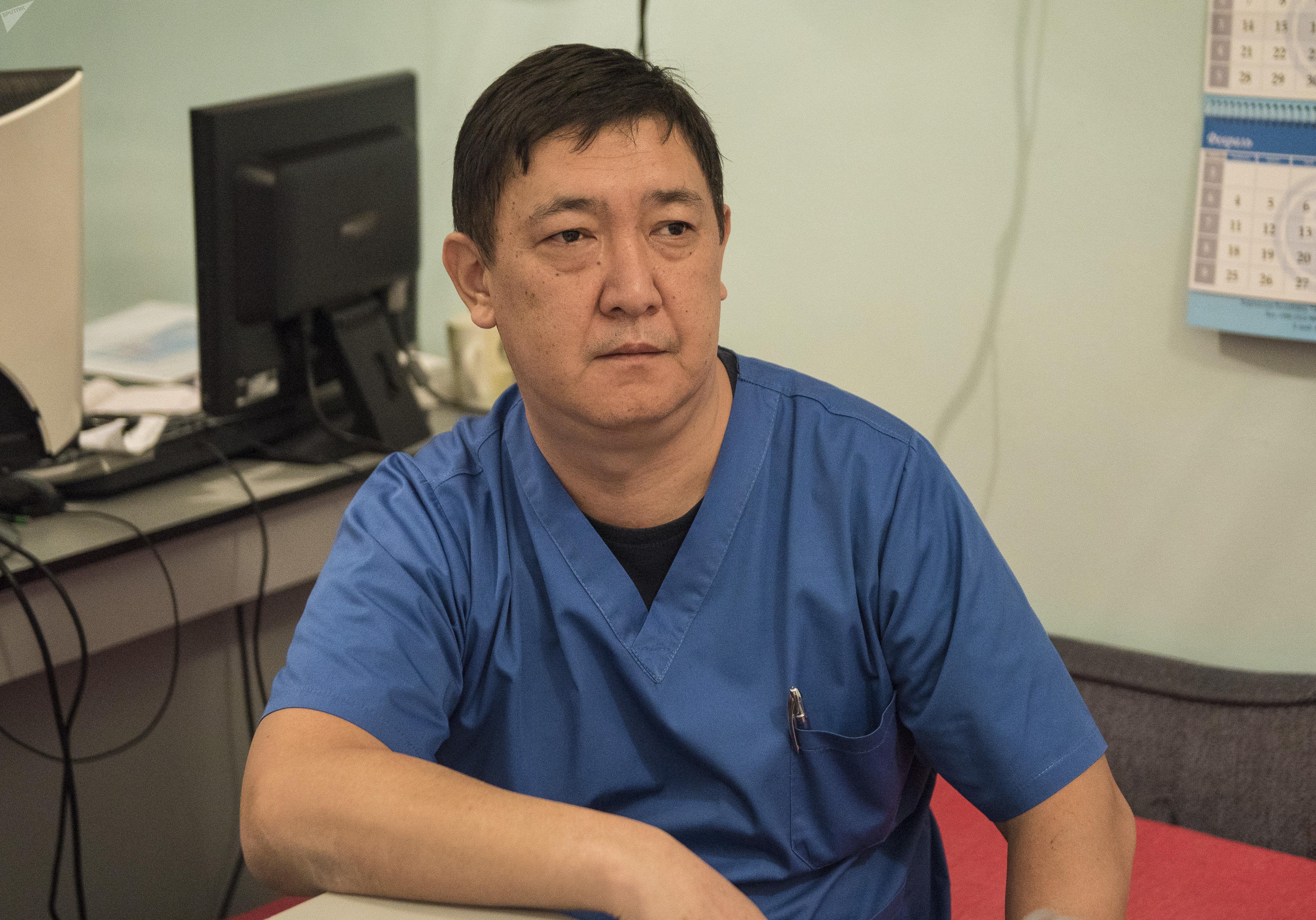Токсиколог Нургазы Кыштакбаев Бишкекского научно-исследовательского центра травматологии и ортопедии