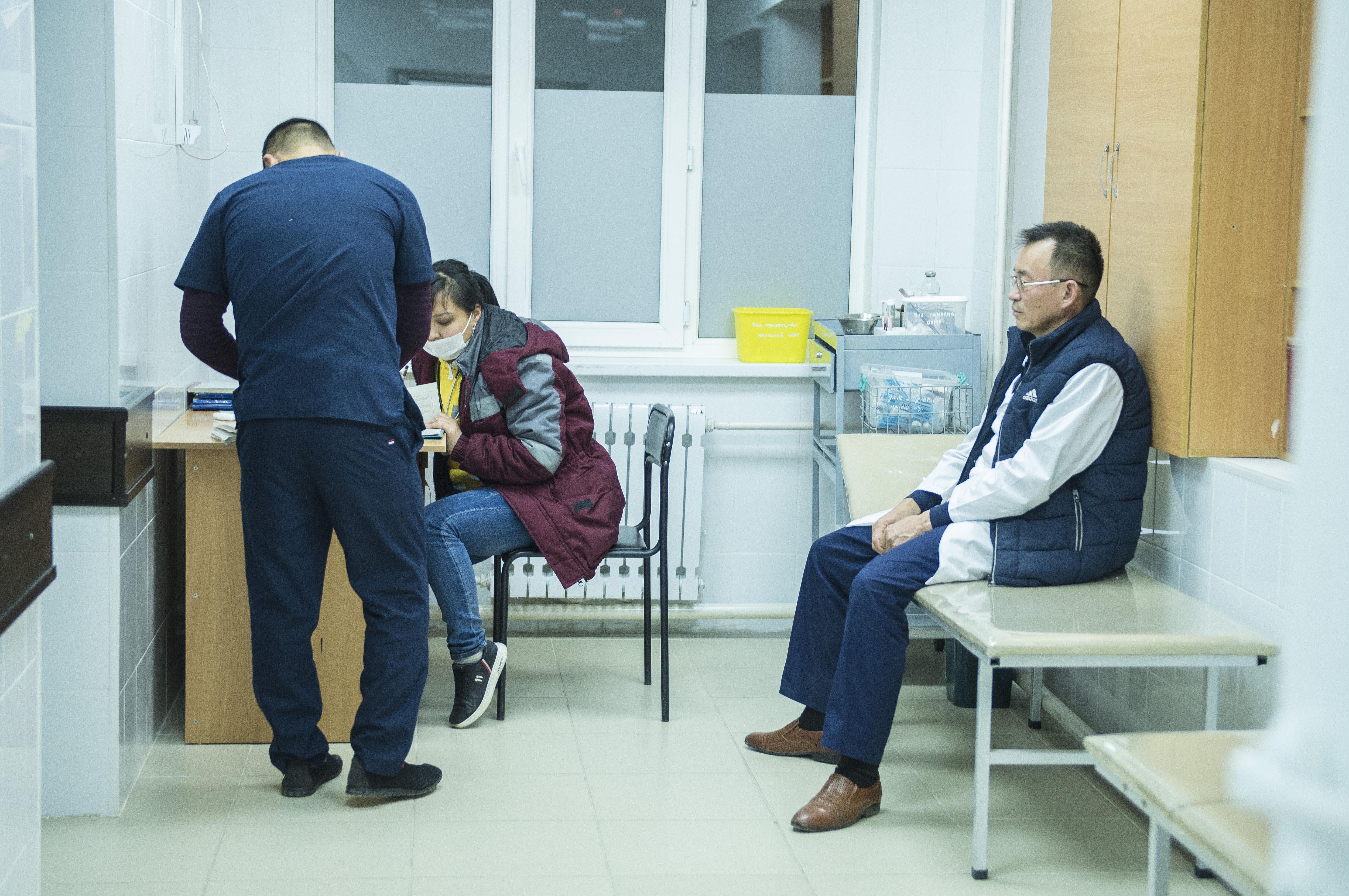 Врачи Бишкекского научно-исследовательского центра травматологии и ортопедии