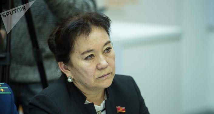 Депутат Жогорку Кенеша Айнуру Алтыбаева. Архивное фото