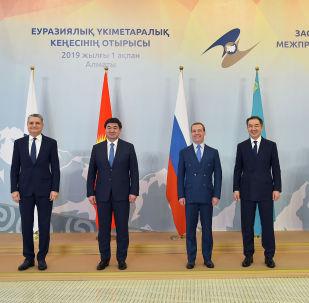 Премьер-министр Кыргызской Республики Мухаммедкалый Абылгазиев принимает участие в заседании Евразийского межправительственного совета в узком составе в городе Алматы (Республика Казахстан).