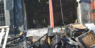 В Бишкеке полностью сгорел мебельный магазин Овел