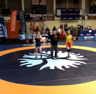 Во Франции проходит крупный международный турнир в рамках стартовавшей серии Гран-при по борьбе. В нем приняли участие спортсменки из Кыргызстана.