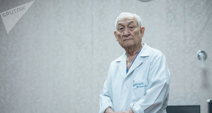 Профессор Эрнст Акрамов
