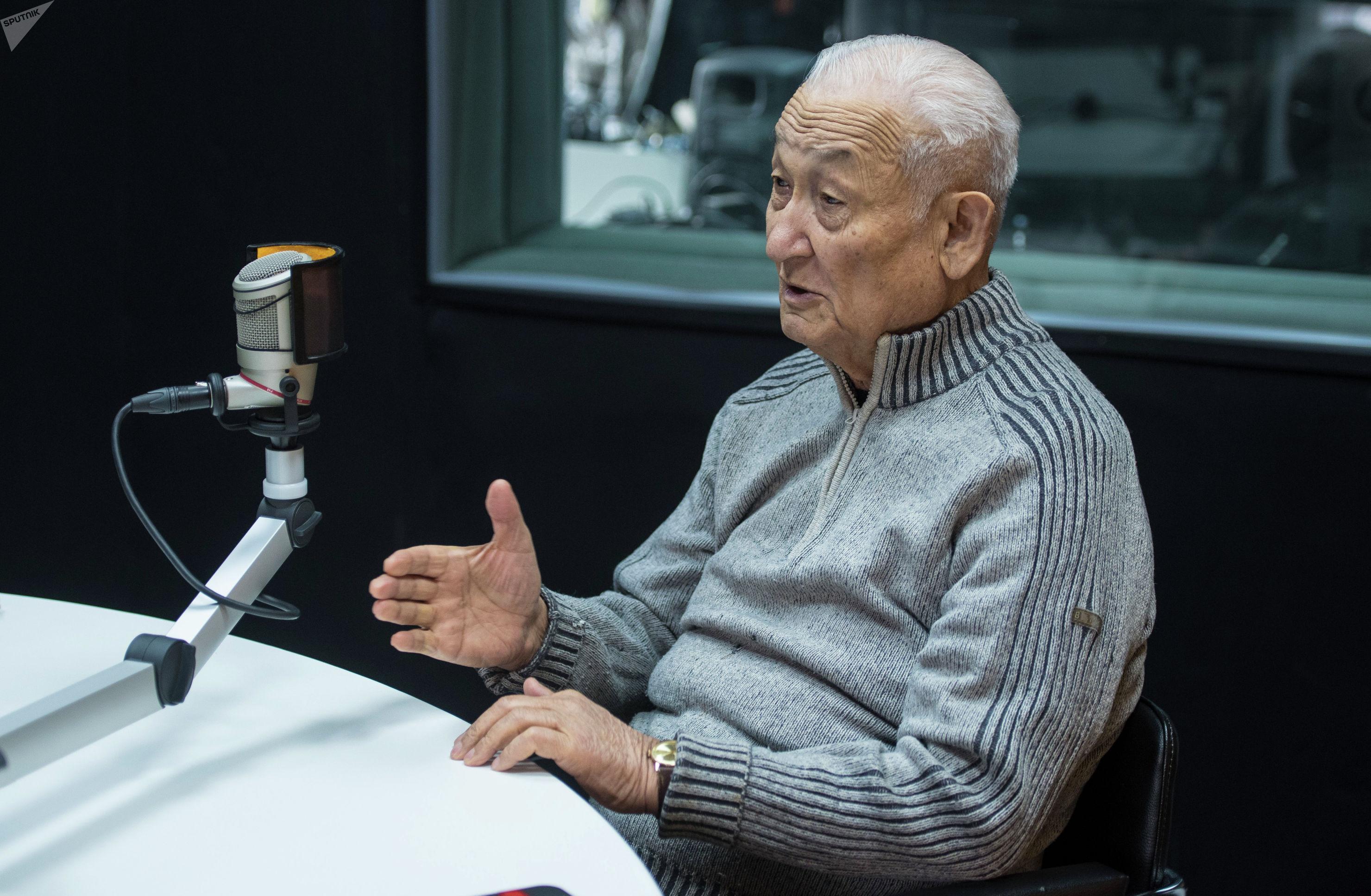 Доктор медицинских наук, профессор Эрнст Акрамов во время интервью на радиостудии Sputnik Кыргызстан