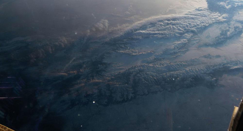 Фотография Кыргызстана, сделанная с Международной космической станции (МКС)  астронавтом Канадского космического агентства Давид Сен-Жак