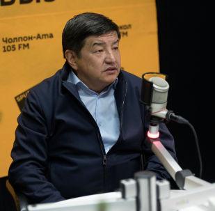 Бир Бол фракциясынын депутаты, экономика илимдеринин доктору Акылбек Жапаров. Архивдик сүрөт