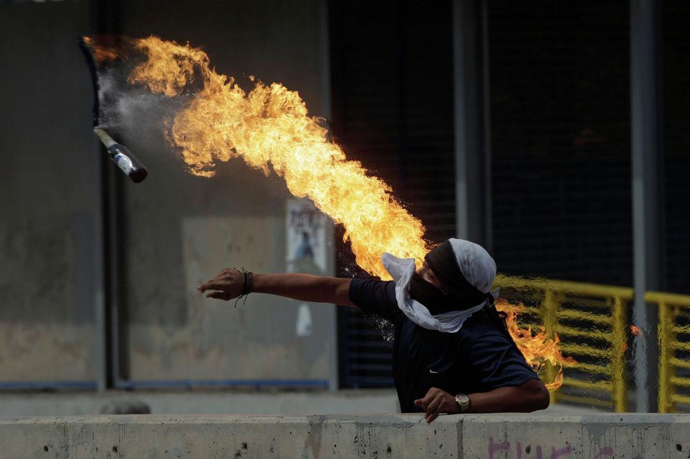 Акция протеста против переизбрания президента Гондураса Хуана Орландо Эрнандеса на второй срок