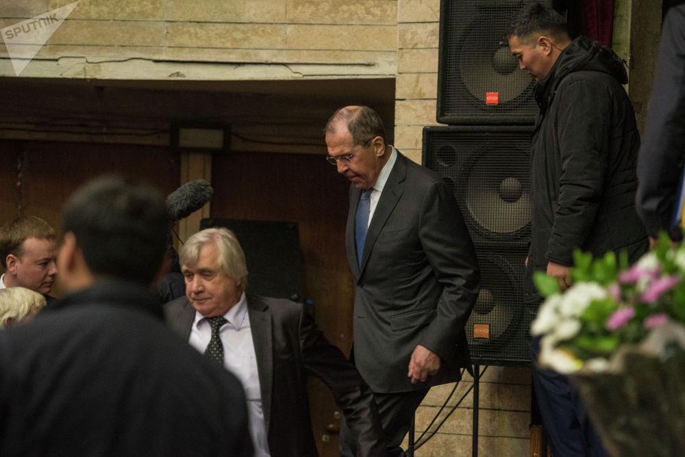 Сергей Лавров провел встречу с кыргызстанским коллегой Чингизом Айдарбековым