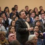 Вопрос задает заведующий кафедрой международной журналистики КРСУ Александр Кацев