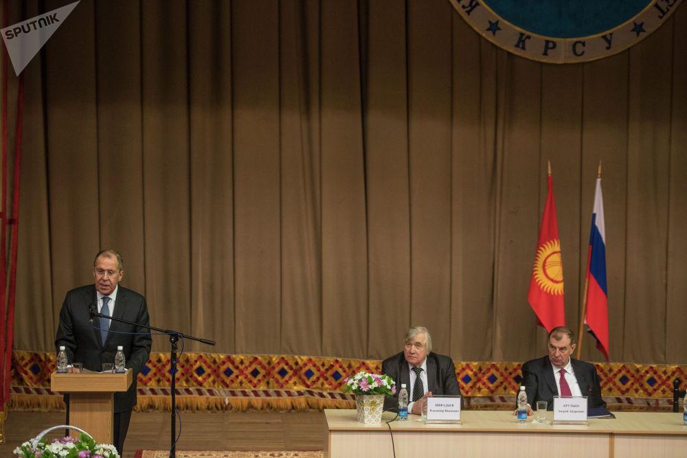 Министр иностранных дел РФ Сергей Лавров во время лекции в Кыргызско-Российском Славянском университете имени Б. Ельцина в Бишкеке