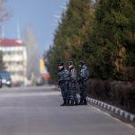 Сотрудники ГКНБ ищет злоумышленников, которые отправили сообщение о бомбе.