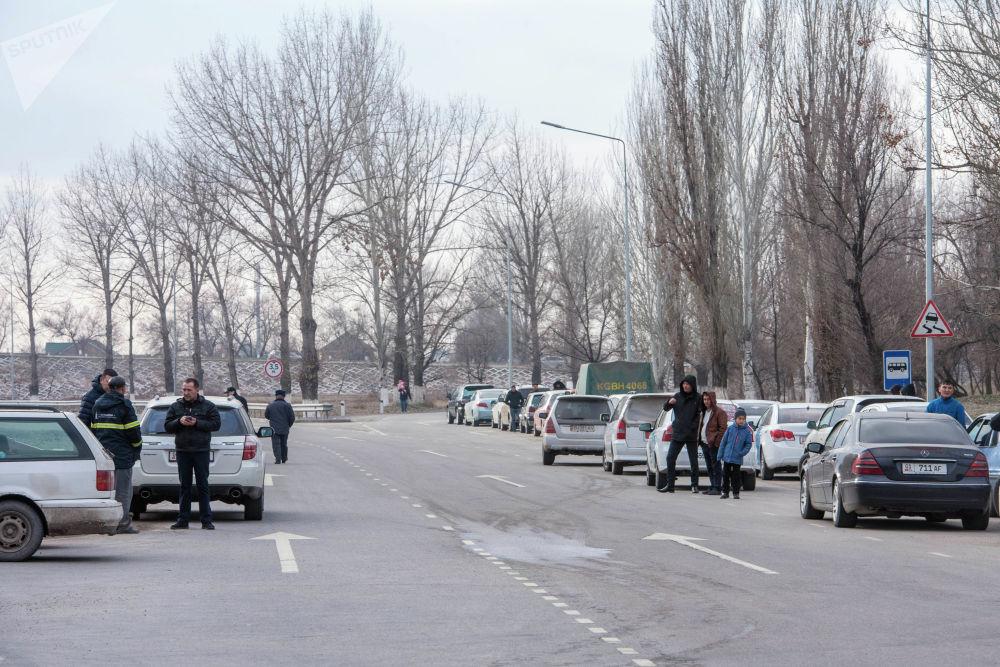 Автомобильный затор по дороге в аэропорт Манас из-за сообщения о взрывном устройстве