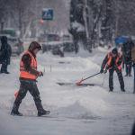 Муниципальные службы с раннего утра начали очистку улиц