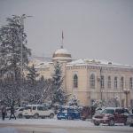 Заснеженное здание Министерства культуры, информации и туризма