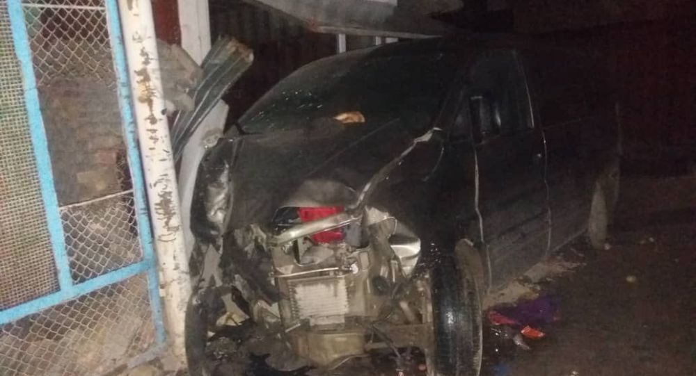 В Ноокате минивэн влетел в прилавок, погиб 13-летний подросток