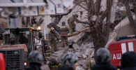 Разбор завалов на месте обрушения одного из подъездов жилого дома по адресу проспект Карла Маркса дом 164, в результате взрыва бытового газа.