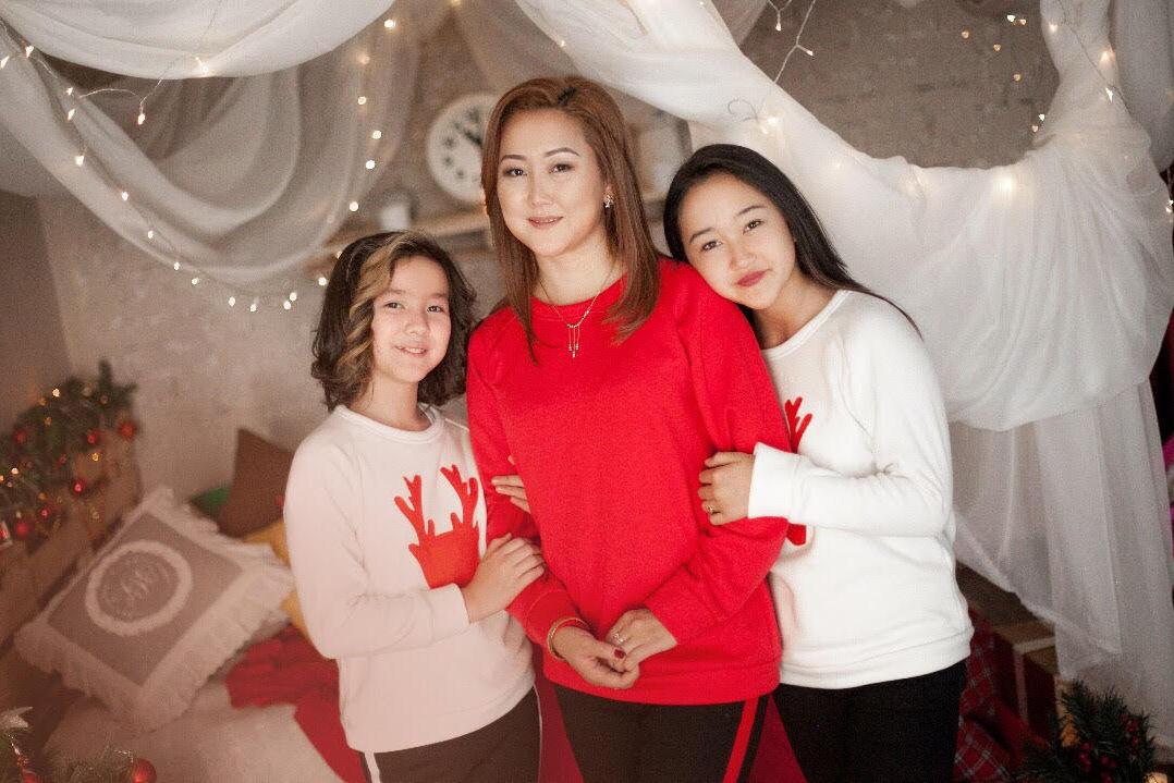 Генеральный менеджер Event-агентства Асылбашев Креатив Дарика Асылбашева с дочерьми