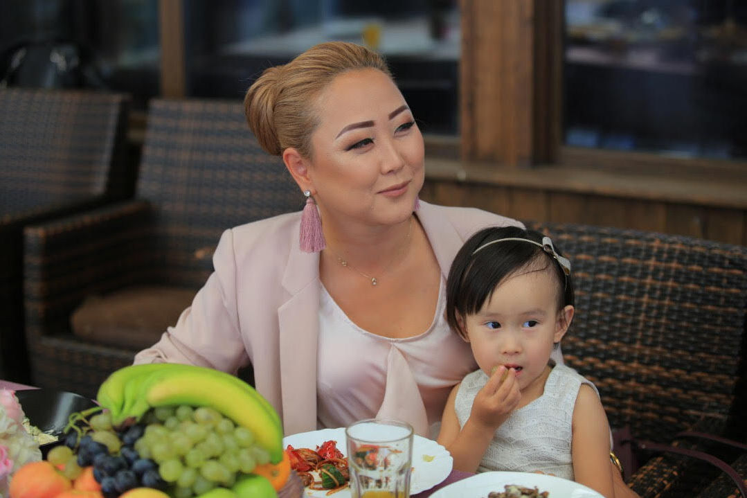 Генеральный менеджер Event-агентства Асылбашев Креатив Дарика Асылбашева с дочерью
