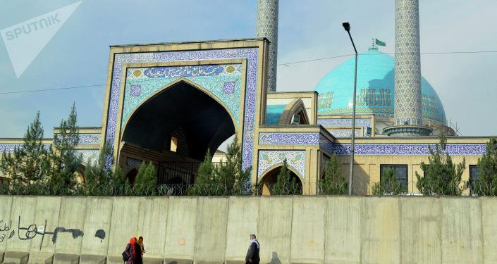 Люди у мечети в Кабуле