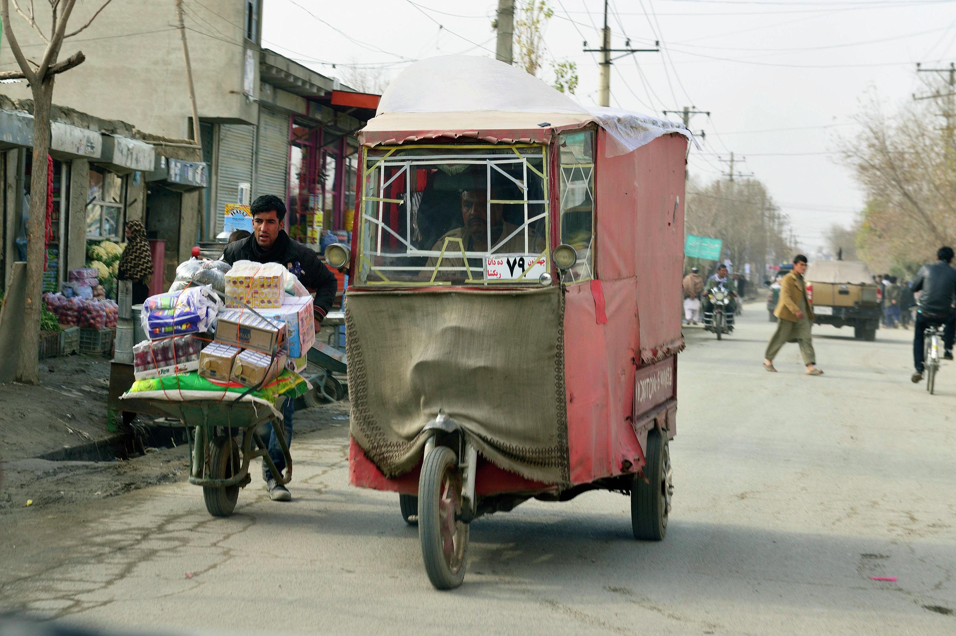 Транспорт на одном из улиц Кабул