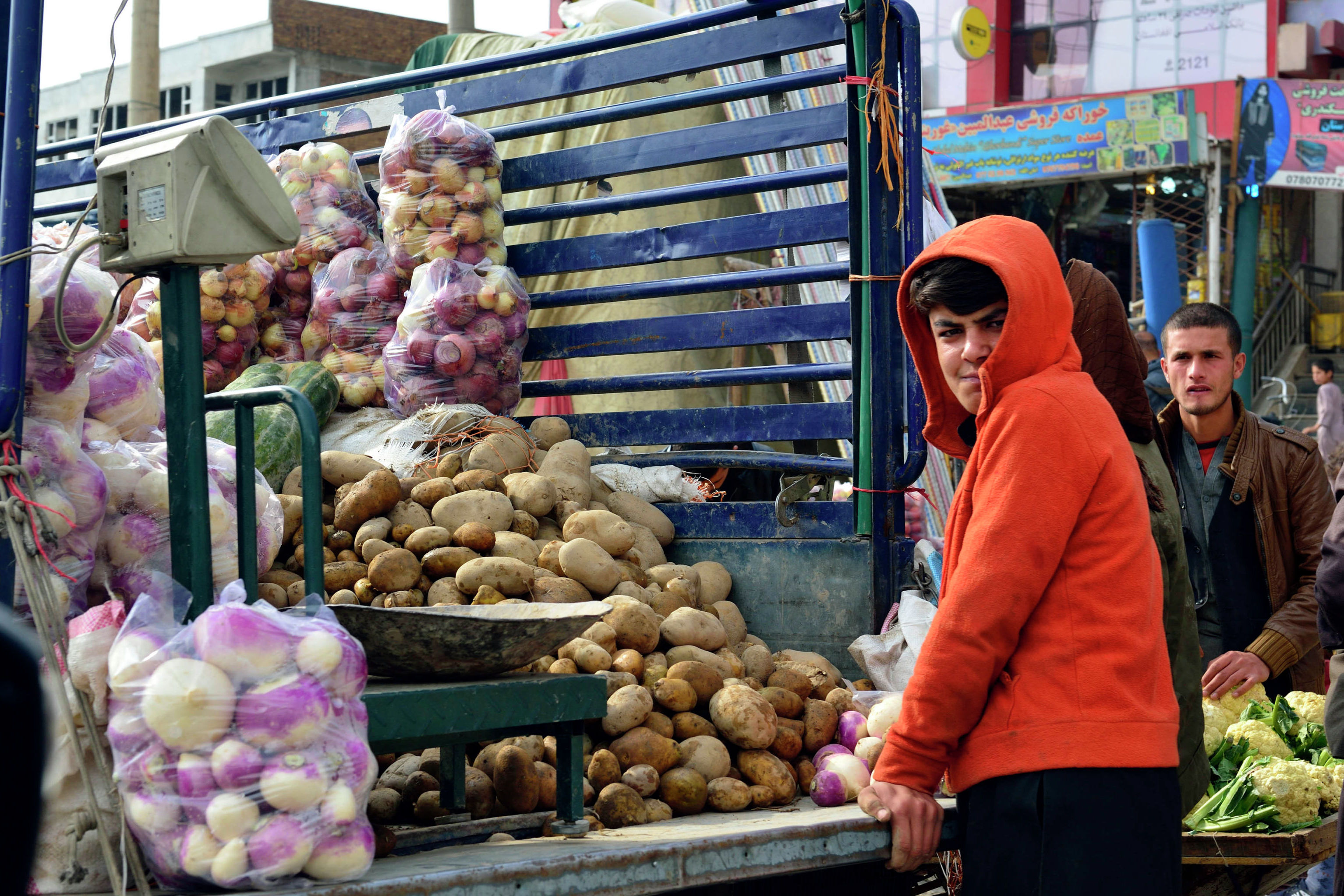 Продавец на одном из рынков Кабула