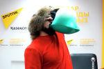 Казахстанский силач Сергей Цырульников намерен побить несколько мировых рекордов. С этой целью он подготовил сложные и опасные номера.