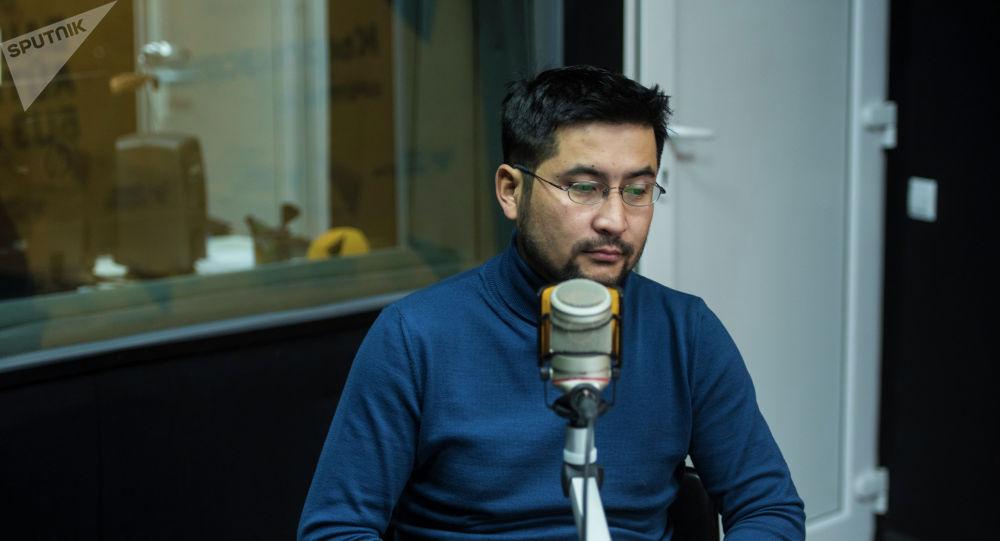 Кыргызский кинорежиссер Руслан Акун во время интервью на радиостудии Sputnik Кыргызстан