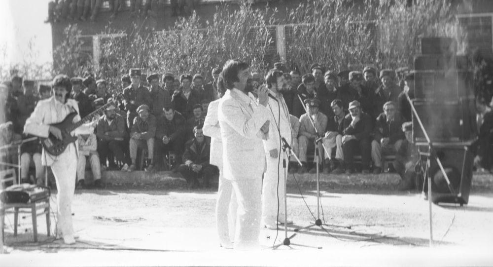 Выступление группы  Сябры на гастролях в Афганистане