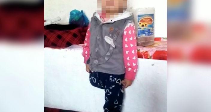 Ровно год назад 9 февраля водитель маршрутки в Бишкеке сбил женщину с ребенком на руках, которая собиралась перейти дорогу. Женщина погибла, а малышке позднее ампутировали ногу.