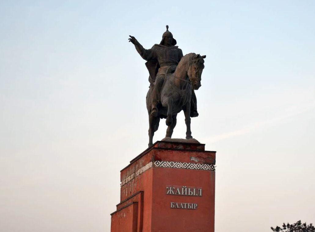 Памятник Жайыл баатыру в Кара-Балте