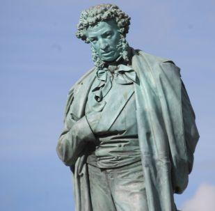 Памятник А. С. Пушкину на Пушкинской площади в Москве. Архивное фото