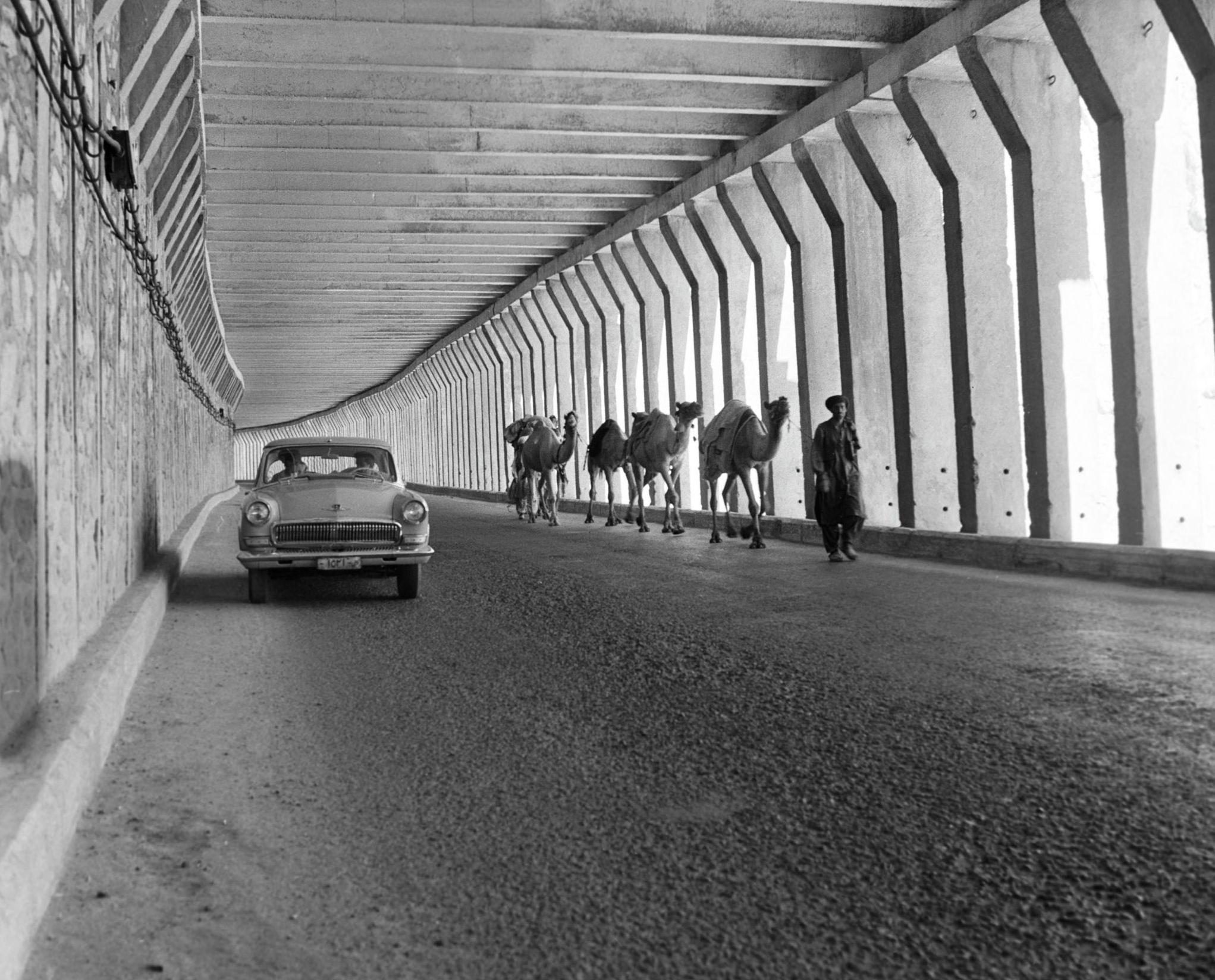 На одном из участков дороги Саланг, построенной при помощи Советского Союза. Пенсон