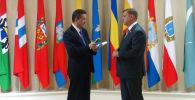 Sputnik обсудил перспективы экономического сотрудничества между Россией и Афганистаном с членом Совета Федерации Федерального Собрания РФ Алексеем Кондратьевым.