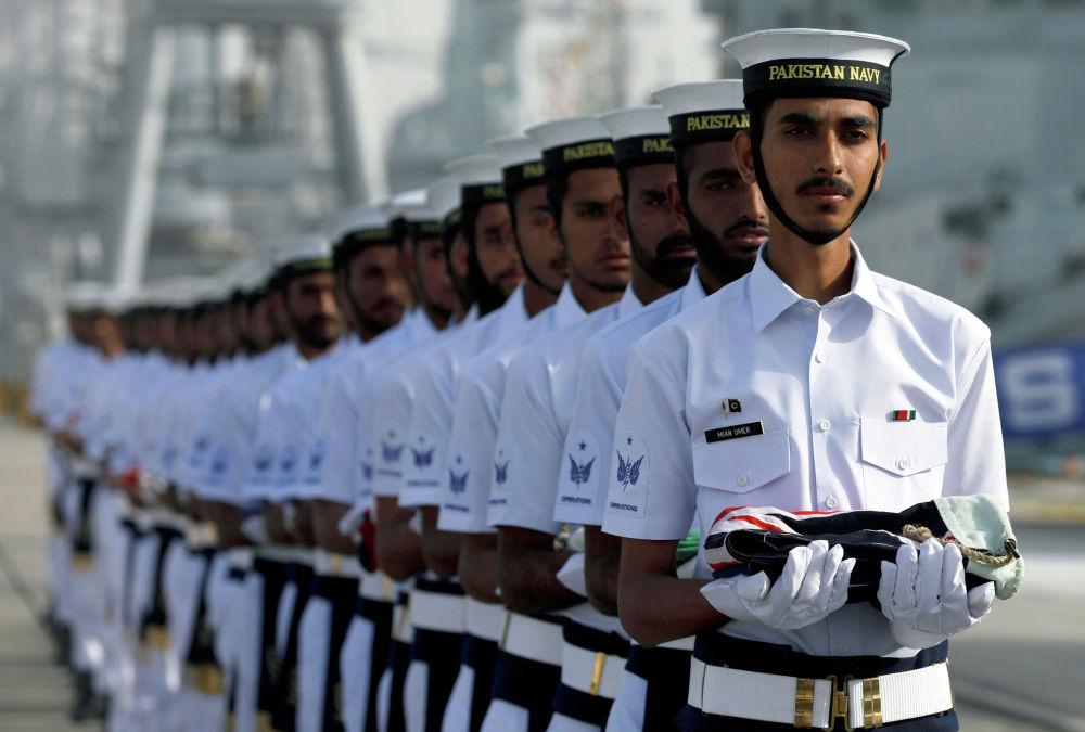 Военнослужащие военно-морского флота Пакистана на церемонии открытия учений