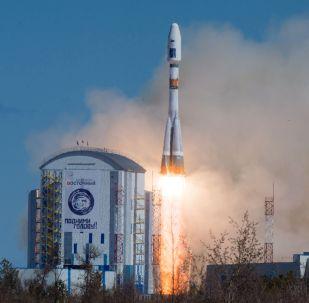 Старт ракеты-носителя Союз-2.1а с тремя российскими спутниками Ломоносов, Аист-2Д и SamSat-218 с космодрома Восточный.