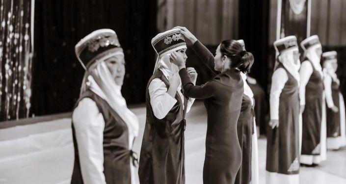 Первых двух победительниц наградили дипломами и путевками в Дубай. Остальные выиграли турпакеты на Иссык-Куль.