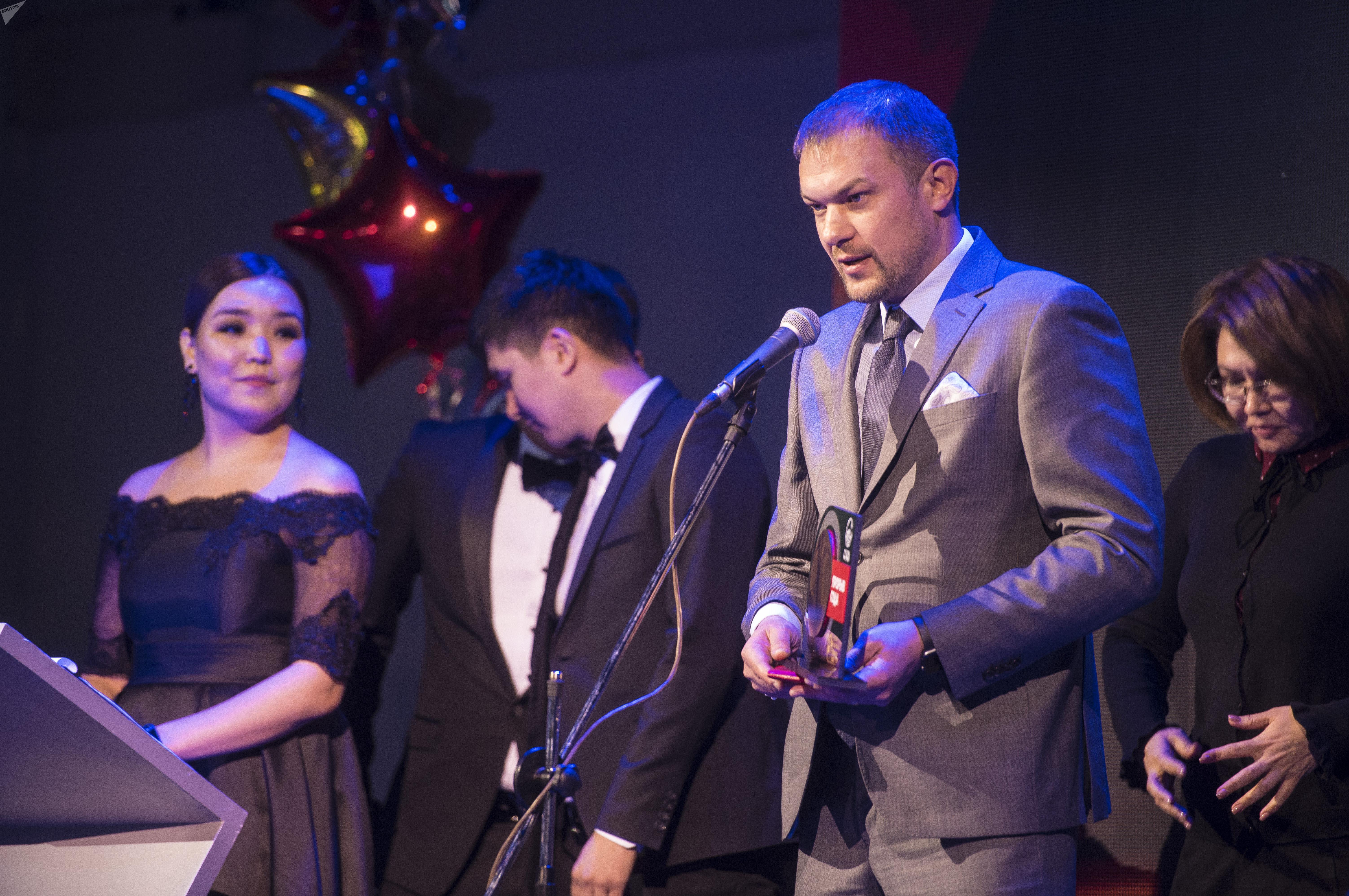 Лучший тренер года — наставник сборной и бишкекского ФК Дордой Александр Крестинин