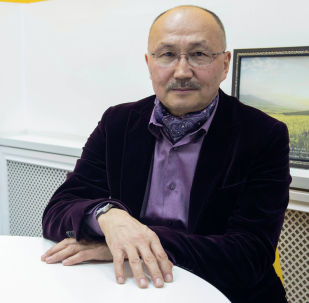 Руководитель Департамента информации МИД КР Мурат Азымбакиев во время беседы