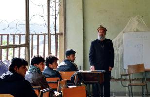 В учебной аудитории Кабульского политехнического института.