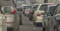 Автомобильная пробка на проспекте Чингиза Айтматова в Бишкеке