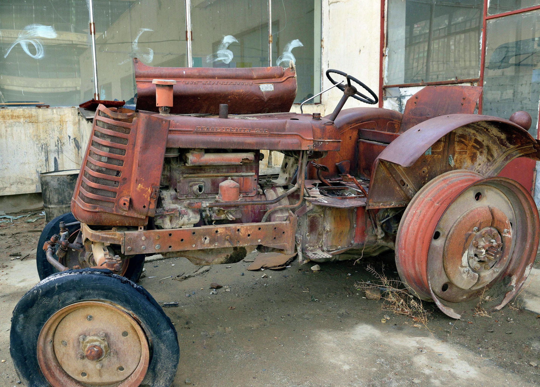 Трактор БЕЛАРУСЬ на территории Кабульского политехнического института.