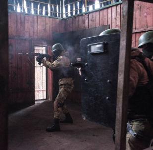 Показательные выступления военнослужащих Национальной гвардии с демонстрацией ликвидации террористических групп с применением различных элементов специальной техники